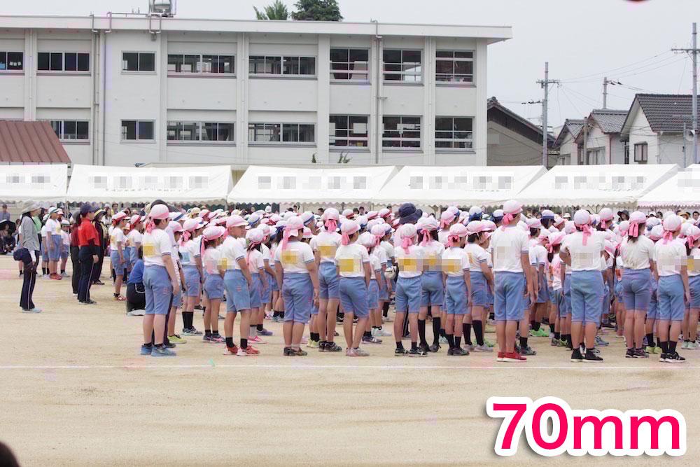 運動会で整列している子供を70mmで撮影